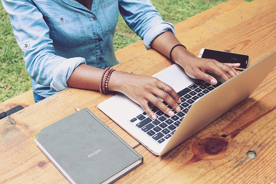 Ultimate Guide: How to Make Money Blogging